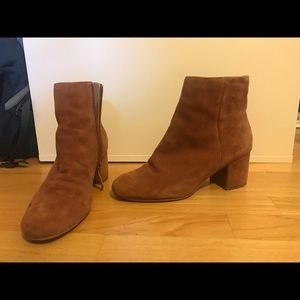Suede tan, heeled booties